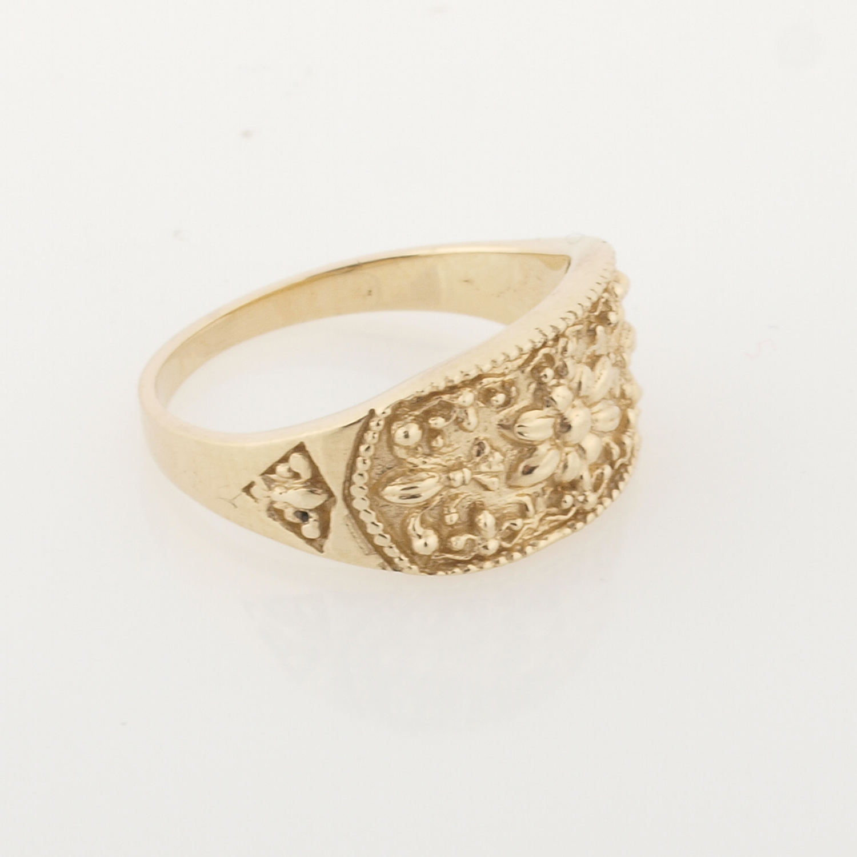 Royal Egyptian Decor In 14K Gold Ring