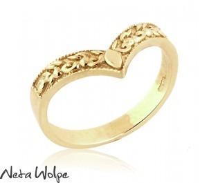"Unique ""V"" Art Deco Style Ring"