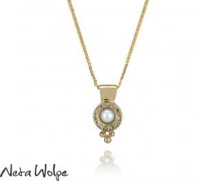 Beautiful Pearl Gold Pendant